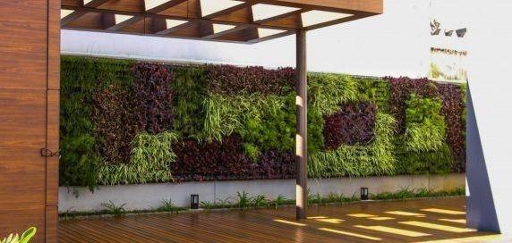 jardin vertical natural exterior entrada