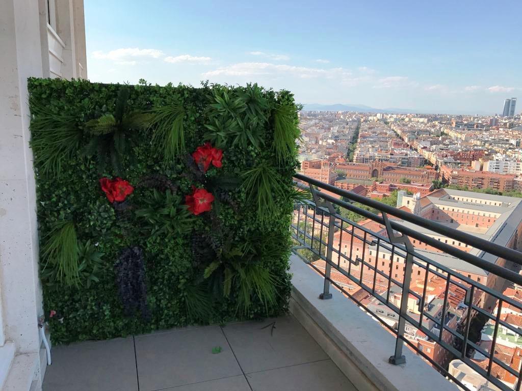 Jardin vertical artificial en tico de madrid mi jard n - Jardines en aticos ...