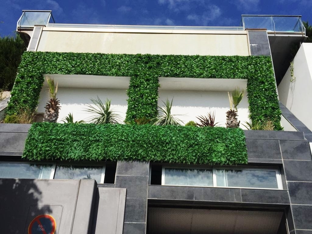 Fachada vegetal artificial marbella mi jard n vertical for Jardin vertical exterior