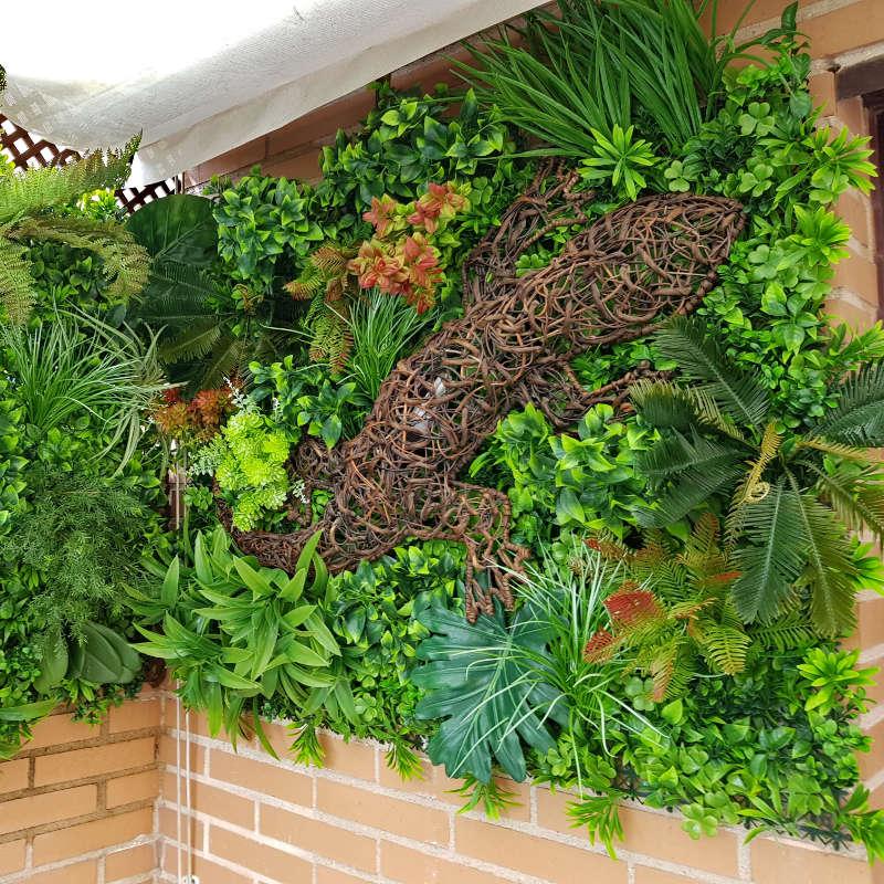 Jardines verticales patios y terrazas